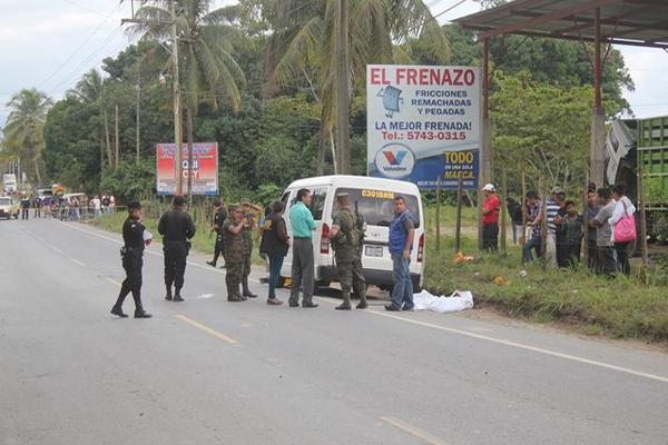 <p>Las autoridades investigan la muerte del ayudante. (Foto Prensa Libre: Julio Vargas)</p>