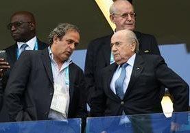 Michelle Platini y Joseph Blatter están suspendidos por estar involucrados en actos de corrupción dentro del futbol. (Foto Prensa Libre: Hemeroteca)