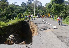 Las carreteras del país están en mal estado, principalmente en la ruta entre Retalhuleu y Quetzaltenango. (Foto Prensa Libre: Rolando Miranda)