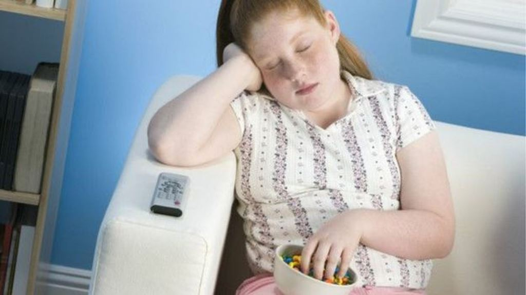 Cuando dormimos poco, nos alimentamos peor y cuando dormimos demasiado realizamos menos actividades físicas. (THINKSTOCK)