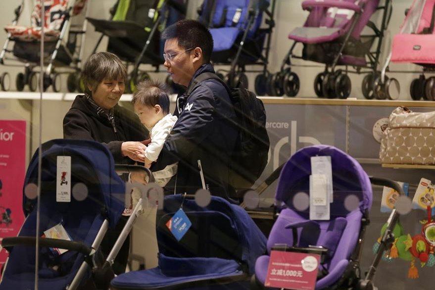 El mercado de los artículos para bebés podría experimentar un crecimiento en los próximos años. (Foto Prensa Libre: AP).