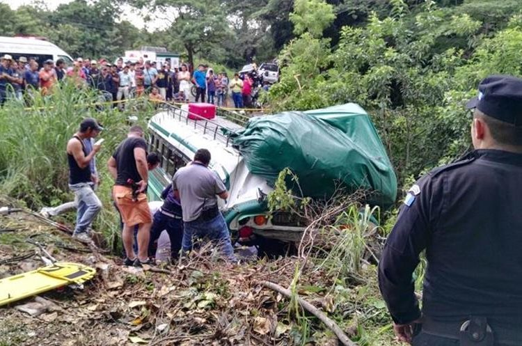 Treinta heridos y dos muertos dejó accidente de bus en Asunción Mita.