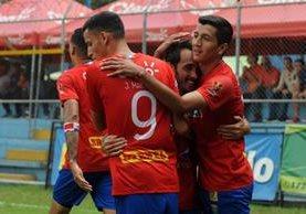 A Municipal le volvió la sonrisa con una victoria por la mínima frente a los coloniales. (Foto Prensa Libre: Jeniffer Gómez)