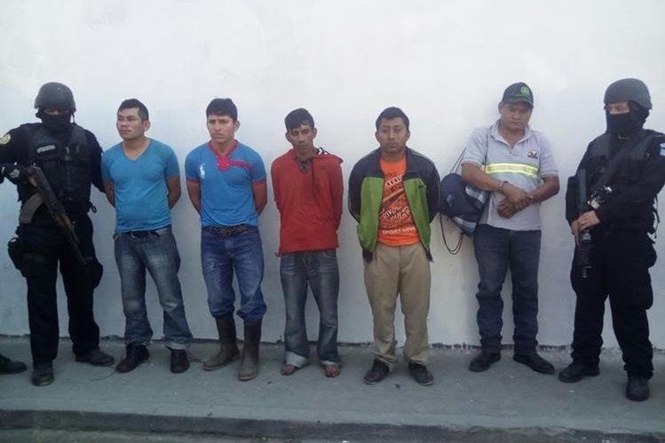 Los cinco capturados son sindicados de pertenecer a la banda de secuestradores los Topos. (Foto Prensa Libre:)
