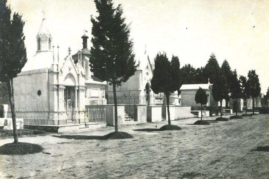 Mausoleos del Cementerio General, a finales del siglo XIX. (Foto Prensa Libre: Cortesía Museo Nacional de Historia de Guatemala).