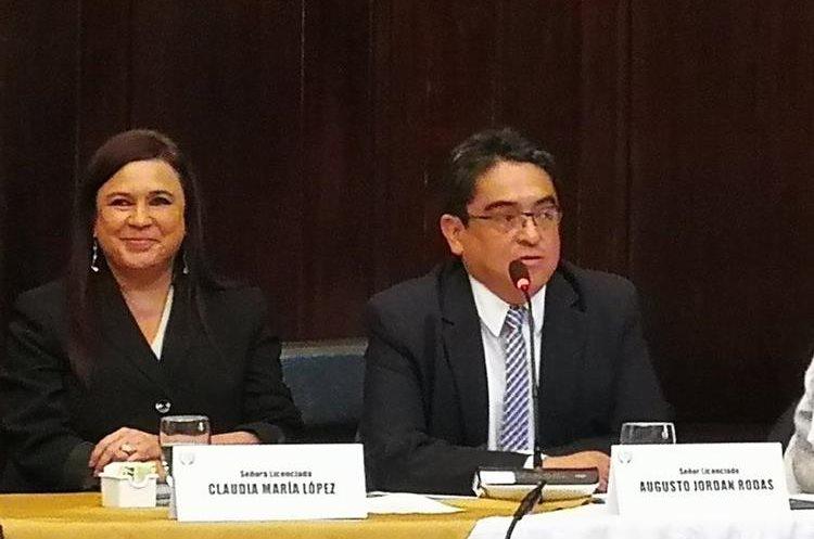 Claudia López se rió cuando Jordán Rodas agradeció a los diputados de la Comisión de DD.HH. por elegirlo de manera unánime. (Foto Prensa Libre: Jessica Gramajo)