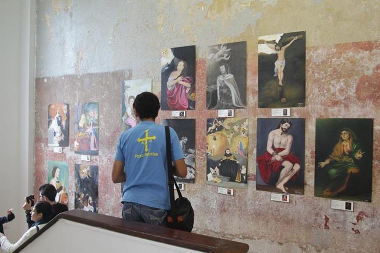 Los alumnos del Colegio Príncipe de Asturias presentaron este sábado réplicas de pinturas del pintor sevillano Bartolomé Esteban Murillo, en el Centro Cultural de España, zona 1. (Foto Prensa Libre: Anna Lucía Ibarra).