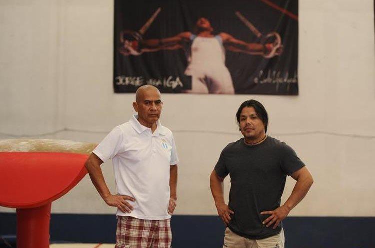 Tejeda —izquierda— y Murga acompañan a Vega durante sus competencias. (Foto Prensa Libre: Francisco Sánchez).