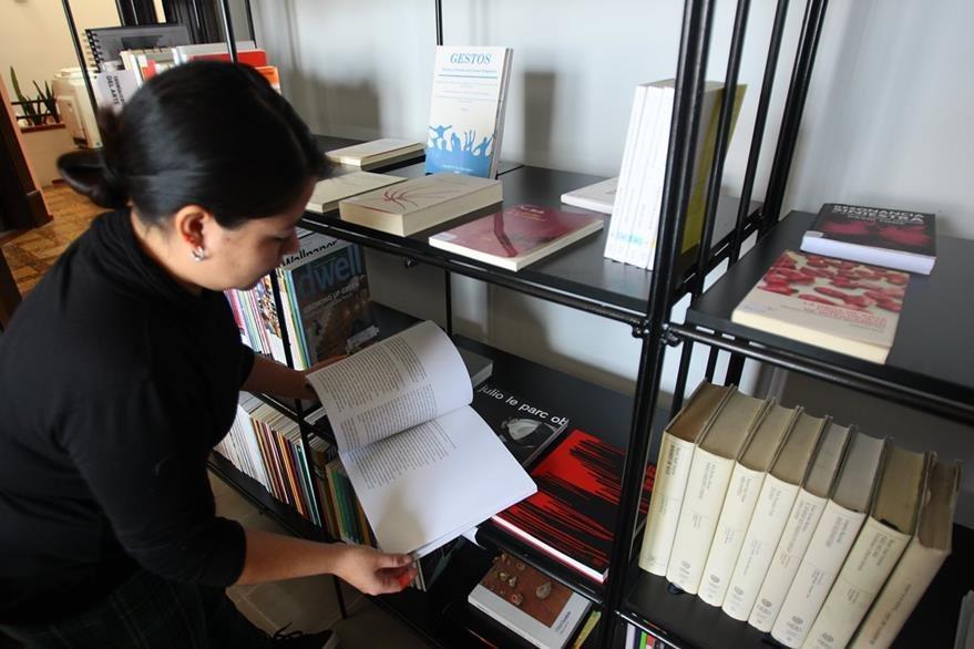 Artistas nacionales pueden aspirar a una beca de residencia para creación. (Foto Prensa Libre : Érick Ávila)