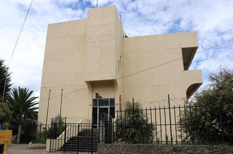El complejo de Tribunales de Justicia  permanece inhabitable desde el 7 de noviembre del 2012. (Foto Prensa Libre: Whitmer Barrera)
