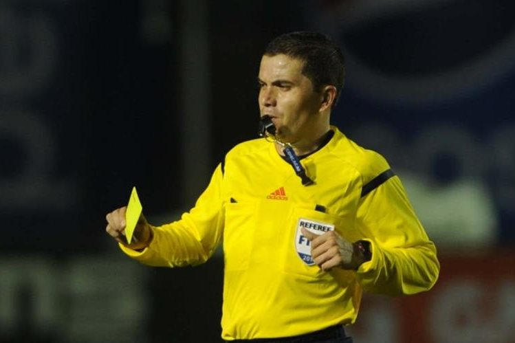 El árbitro Jonathan Polanco será el encargado del partido entre Municipal y Cobán Imperial. (Foto Prensa: Hemeroteca PL)