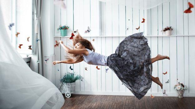 Algunos temas, como volar o flotar en el aire, son comunes en los sueños. (Getty Images)