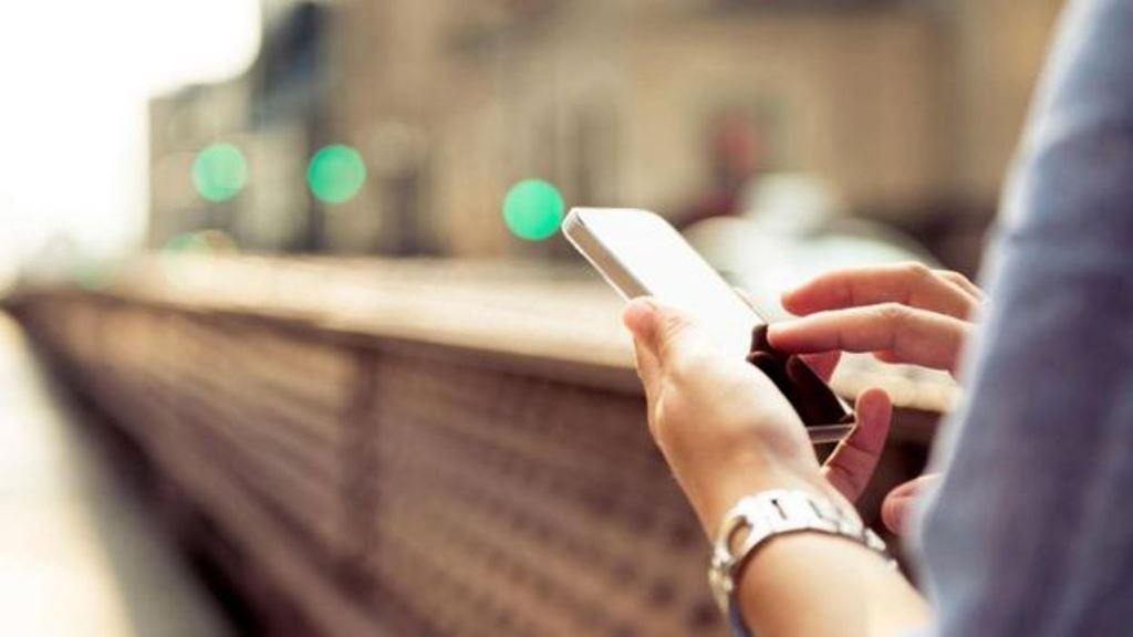 Los teléfonos deben ser reemplazados en unos pocos años. ISTOCK