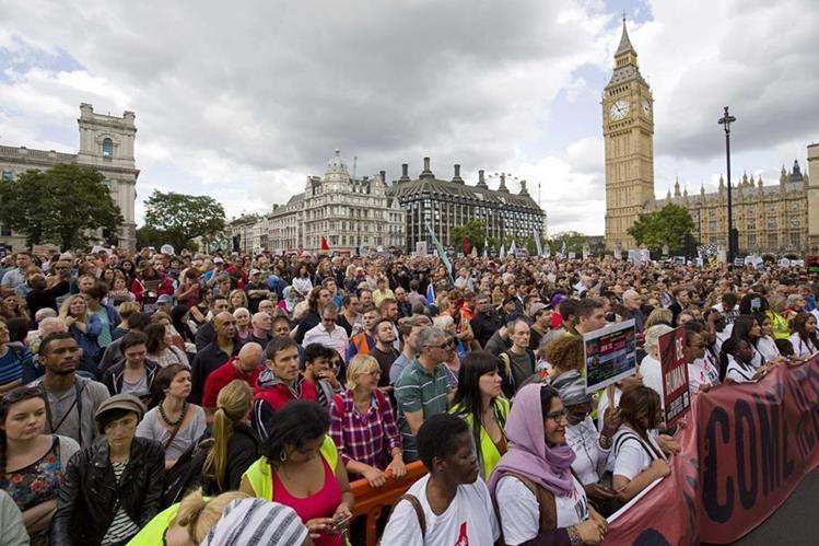 Miles de personas se reunen en Londres en apoyo a migrantes sirios. Foto Prensa Libre (AFP).
