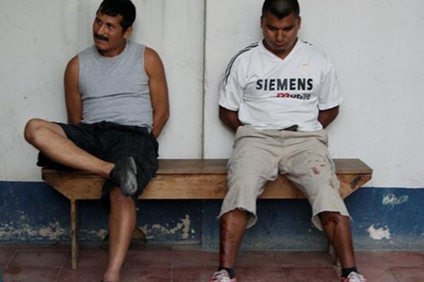 <p>Carlos Oracio Sucup y José Benedicto Tecú, dos de los detenidos. (Foto Prensa Libre: Carlos Grave)</p>