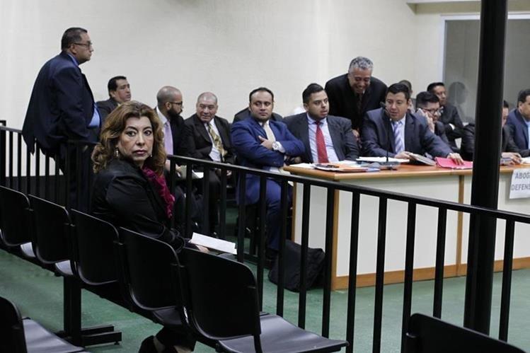 Anabella De León pide salir de prisión por ser una mujer de la tercera edad. (Foto Prensa Libre: Paulo Raquec)