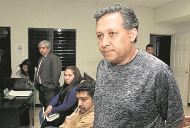 Acencio Mejicanos ingresa al Juzgado de Turno de Villa Nueva durante la audiencia de primera declaración. (Foto Prensa Libre: Hemeroteca PL)