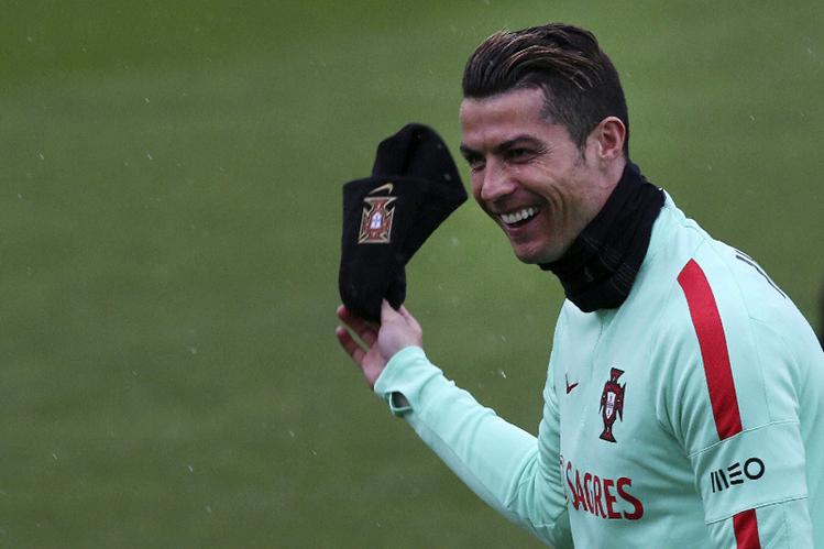 Cristiano Ronaldo jugará hoy con su selección un partido en su tierra natal. (Foto Prensa Libre: EFE)