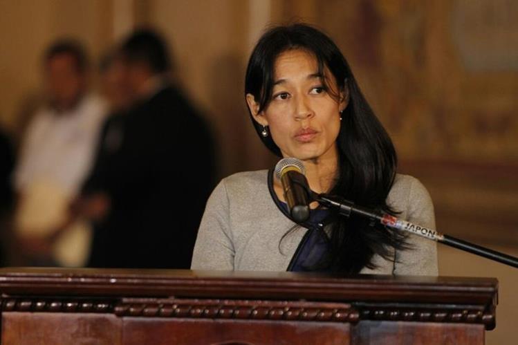 La nueva ministrra de Salud, Lucrecia Hernández Mack, acepta el reto de resolver la crisis hospitalaria y transformar la atención a los pacientes. (Foto Prensa Libre: Paulo Raquec)