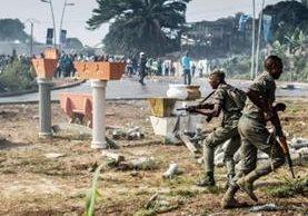 Dos personas han muerto por disturbios en Gabón. (Foto Prensa Libre: AFP)