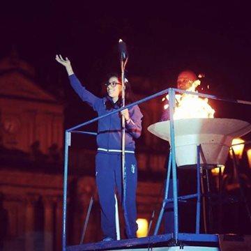 Ana Sofía Gómez encendió el fuego de la antorcha de la independencia. (Foto Prensa Libre: Internet)