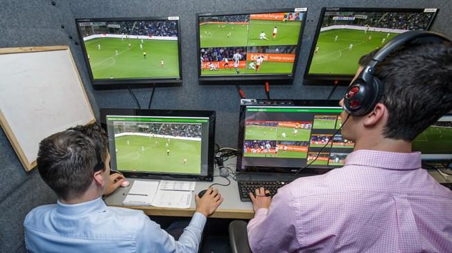 La FIFA anunció que comenzarán a realizarse los primeros ensayos con asistentes de vídeo para los partidos de futbol. (Foto Prensa Libre: Fifa)