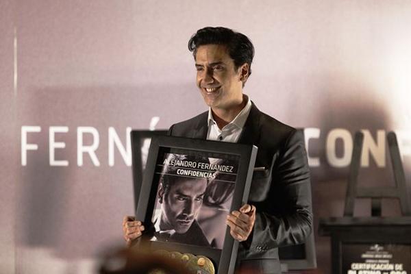 <p>El cantante mexicano Alejandro Fernández presnta su último material discográfico, Confidencias. (Foto Prensa Libre: EFE)<br></p>