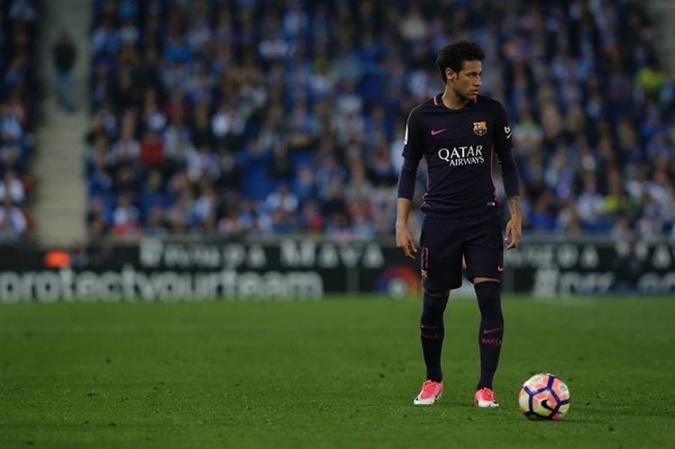 Neymar deberá enfrentar un juicio por su fichaje con el Barcelona. (Foto Prensa Libre: AFP)