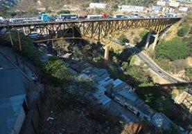 El puente Belice fue inaugurado en noviembre de 1958, desde entonces no recibe mantenimiento la estructura. (Foto: Hemeroteca PL)