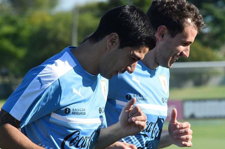 Suárez estuvo sancionado dos años sin jugar con la Selección uruguaya. (Foto Prensa Libre: AFP)