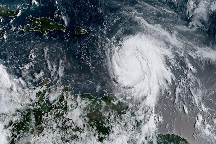 Imagen de satélite muestra el huracán María, entonces de categoría 4, cuando se movilizaba hacia islas caribeñas. (Foto: AFP)