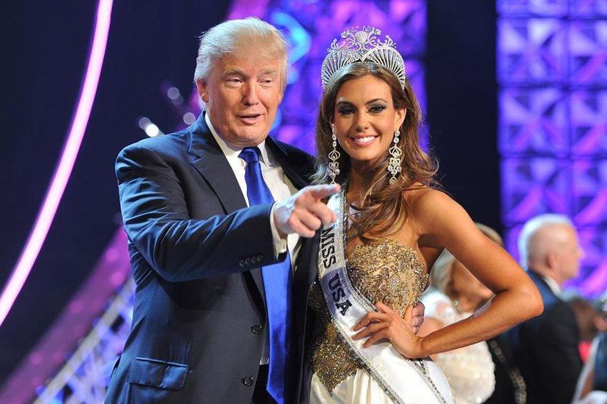 Donald Trump, izquierda, es uno de los principales accionistas del concurso Miss Universo, no obstante sus declaracones han tenido repercusiones económicas, ya que varios países han optado por ya no participar en el concurso. (Foto Prensa Libre: AP).