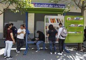La primera Estación de Lectura está ubicada en el Paseo La Sexta. (Foto Prensa Libre: Paulo Raquec)