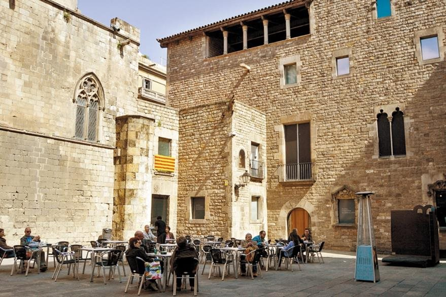 Vista del tranquilo y místico Barrio Gótico.