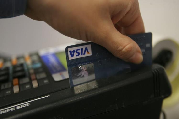 Comercios ya no ofrecen pagos por cuotas con tarjetas de crédito (Foto Prensa Libre).