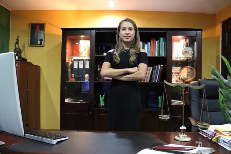 Daniela Schoenfeld recientemente se graduó de abogada, pero mantiene su sueño deportivo. (Foto Prensa Libre: Raúl Juárez).