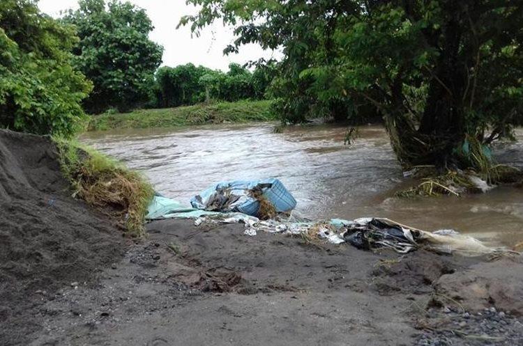 Las aldeas Santa Marta y Santa Odilia, Nueva Concepción, Escuintla, se inundaron por el desbordamiento de ríos.(Foto Prensa Libre: Cortesía Conred)