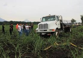 <p>Delincuentes intentaron robar un camión y atacaron al conductor y a su ayudante en Escuintla. (Foto Prensa Libre: Enrique Paredes)<br></p>
