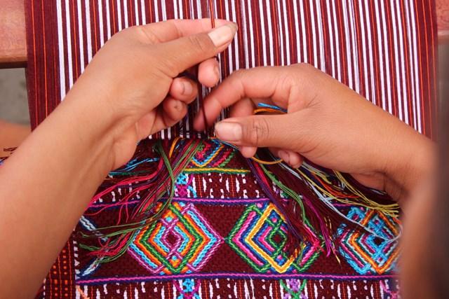 El arte del tejido en Ixtahucán, Huehuetenango. (Foto Prensa Libre: Mike Castillo)