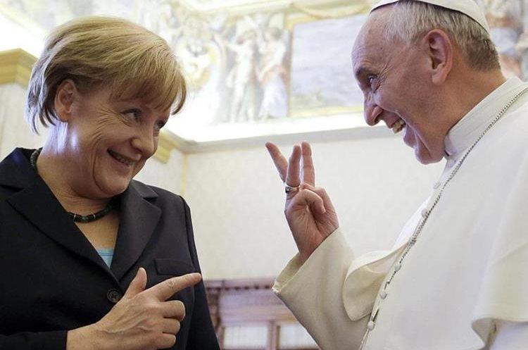 Angela Merkel, canciller alemana, junto al Papa Francisco. (Foto Prensa Libre: La Información).