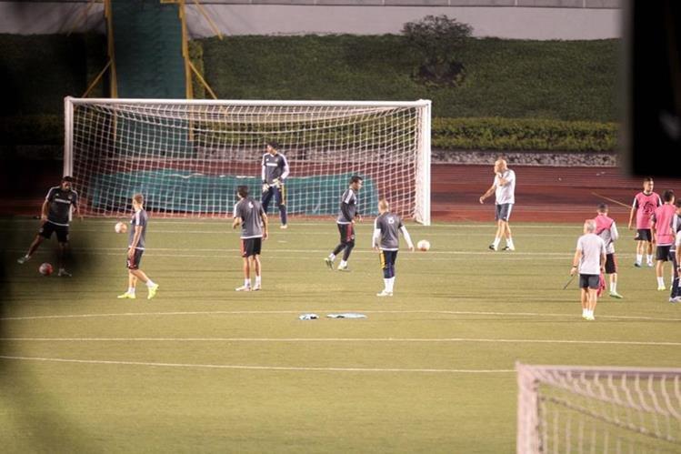 El Galaxy se entrenó la noche del martes en el Estadio Cementos Progreso. (Foto Prensa Libre: Norvin Mendoza)