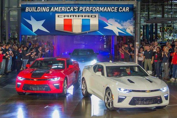 Desde el 2002 que no era ensamblado el Camaro en EE.UU. (Foto Prensa Libre: EFE)