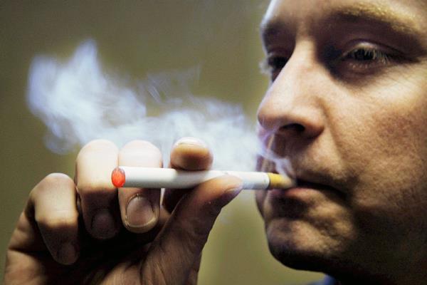 Varios países han emprendido una lucha contra el tabaco. (Foto Prensa Libre: EFE).