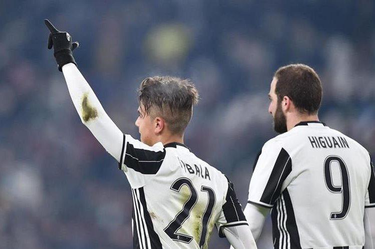 Los jugadores argentinos, Paulo Dybala y Gonzalo Higuaín guiaron el triunfo de la Juventus. (Foto Prensa Libre: EFE)