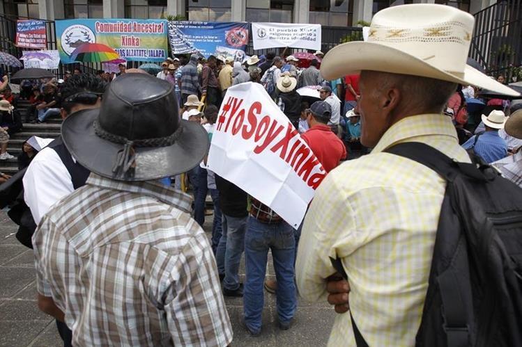 Representantes de pueblos Xincas se presentaron en la Corte Suprema de Justicia en apoyo a suspensión de operaciones de Minera San Rafael. (Foto Prensa Libre: Paulo Raquec)