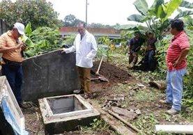Según directivos del hospital hubo sabotaje en las tuberías de agua.(Foto Prensa Libre: Rolando Miranda)