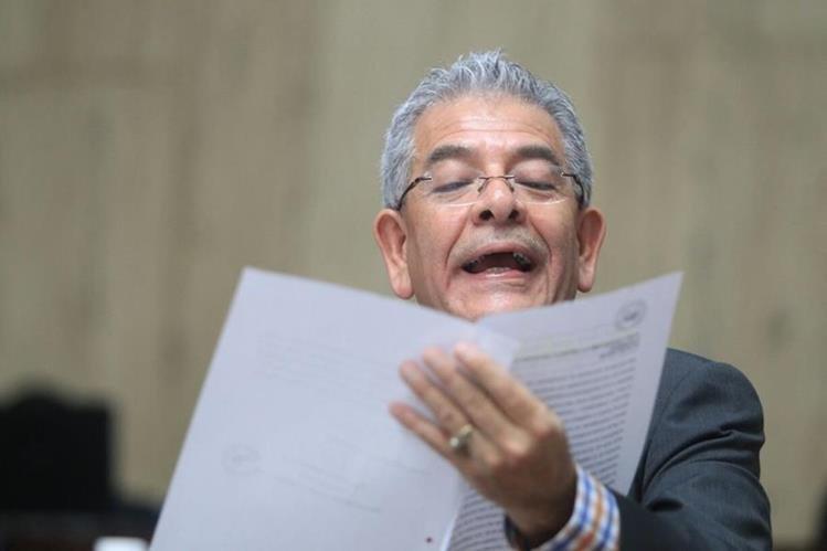 Juez Miguel Ángel Gálvez, en la lectura de la resolución de la audiencia de primera declaración del caso Cooptación del Estado. (Foto Prensa Libre: Esbin García)
