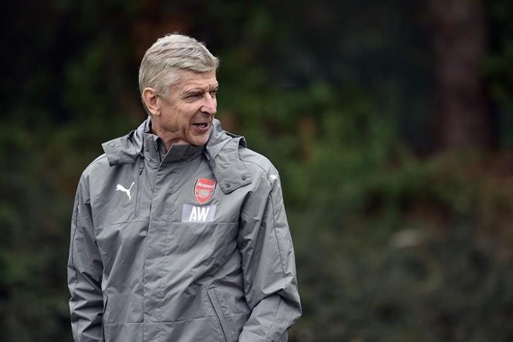 El técnico Arsene Wenger, cumple 20 años de dirigir al Arsenal y abrió la posibilidad de hacerse cargo de la selección de Inglaterra. (Foto Prensa Libre:AFP)