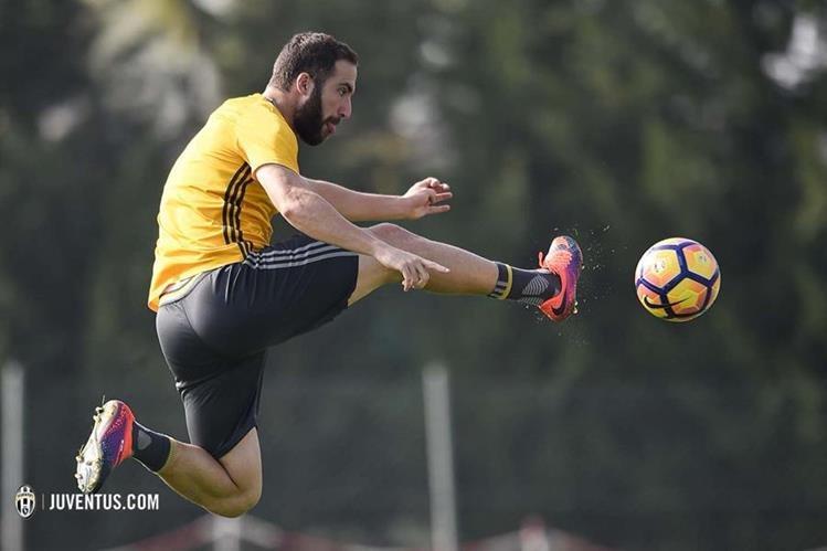 Higuaín espera ser clave en el clásico de la Serie A. (Foto Prensa Libre: Twitter Juventus)