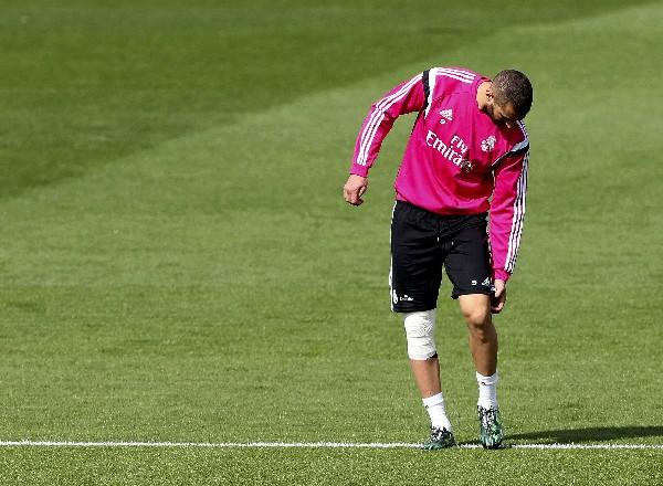 El viernes recién pasado, Karim Benzema, se retiró del entrenamiento por molestias físicas. (Foto Prensa Libre: EFE)
